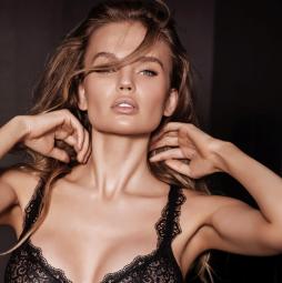 Model Elena Matei